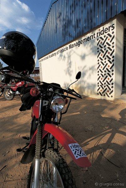 Una delle moto ustae da RfH al centro di addestramento guida e manutenzione dei mezzi, Harare, Zimbabwe © giorgio cossu.jpg