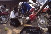 Il gruppo di RfH di Binga durante una revisione delle loro moto presso l'ospedale, Matabeleland Nord, Zimbabwe © giorgio cossu.jpg